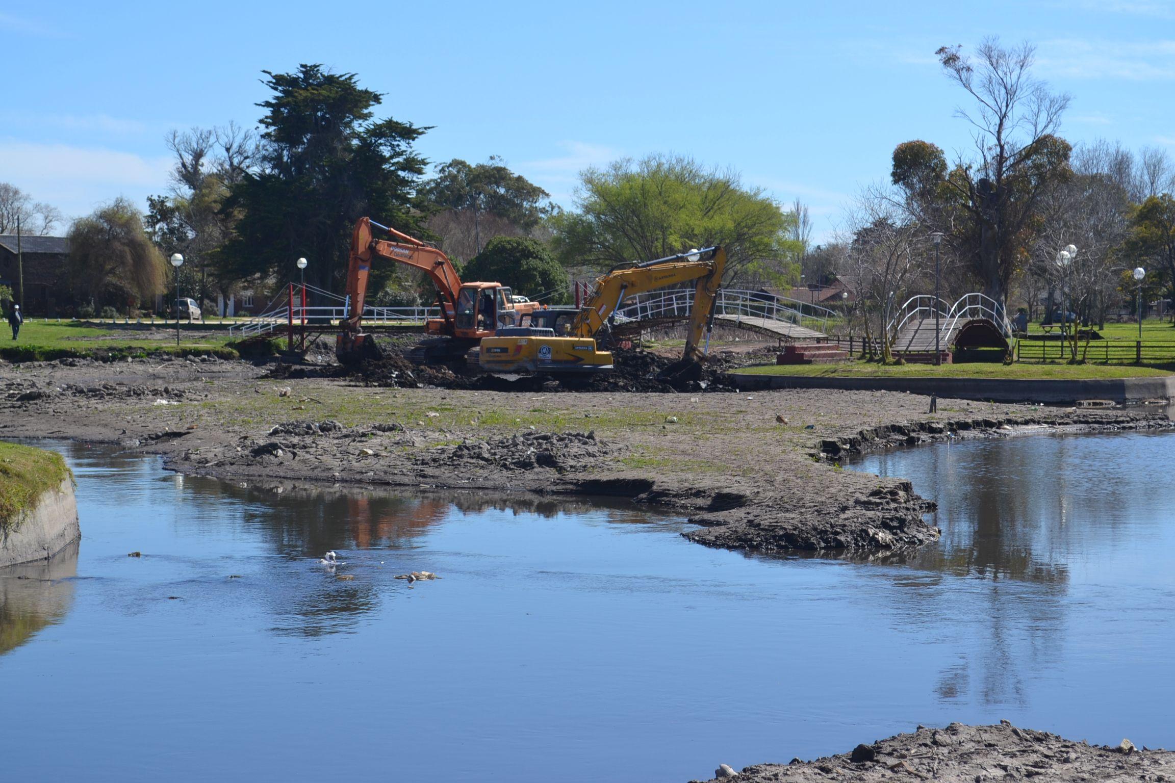 Limpieza en el lago y cauce del arroyo El Durazno